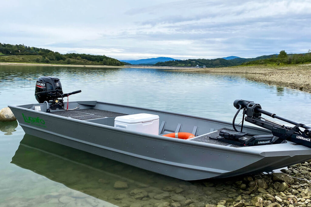 Lugafo bass boat